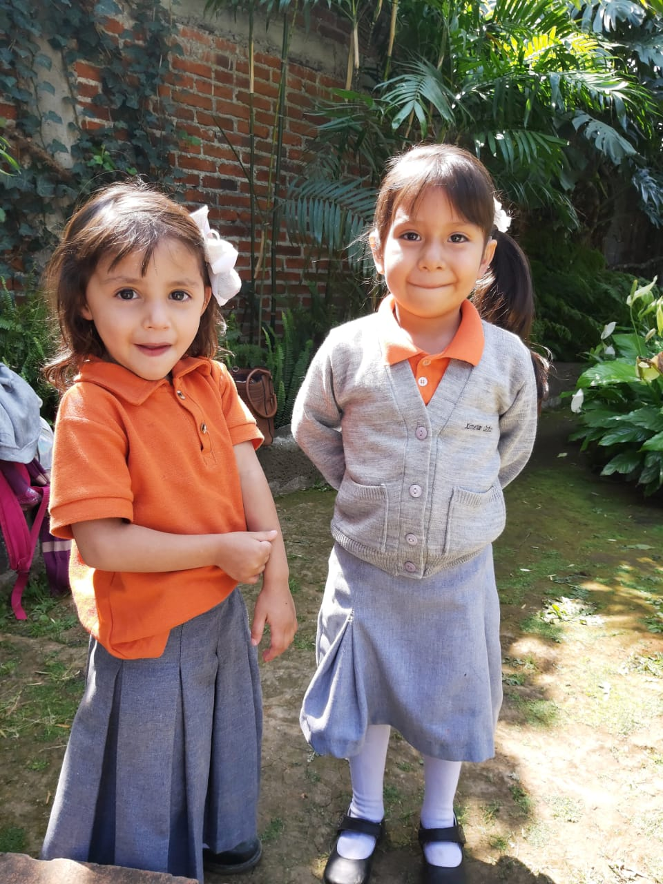 taki mundo hilfsprojekt kinder spenden unterricht zwei Kinder